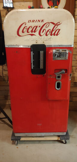 Coke Bottle Dispensing Machine Bottle Door