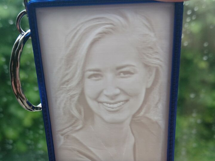 Personalized 3D-printed keychain with your photo