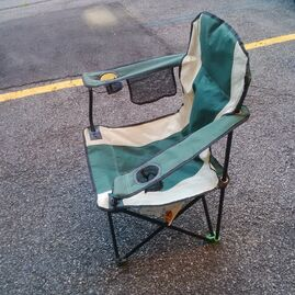 Corner foot for larger folding chairs